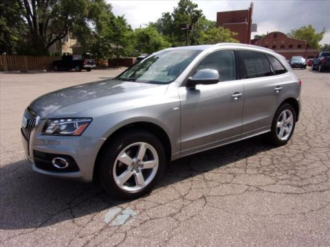 Pre-Owned 2011 Audi Q5 3.2 quattro Premium Plus